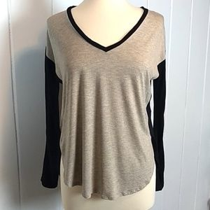 Madewell Viscose High Low V- neck Tee - M
